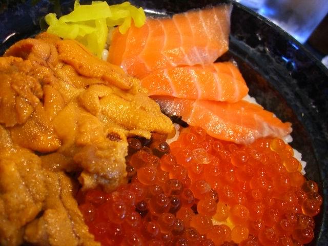 凄い種類の海鮮丼! コスタモール二色の浜 「越前 若狭屋」