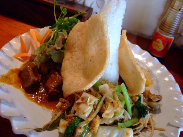 本場そのままのインドネシア料理 中津 「BAGUS(バグース)」