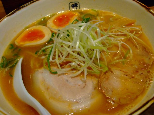 完成度の高い和風とんこつ 中津 「麺や 輝(てる)中津たくろう店」