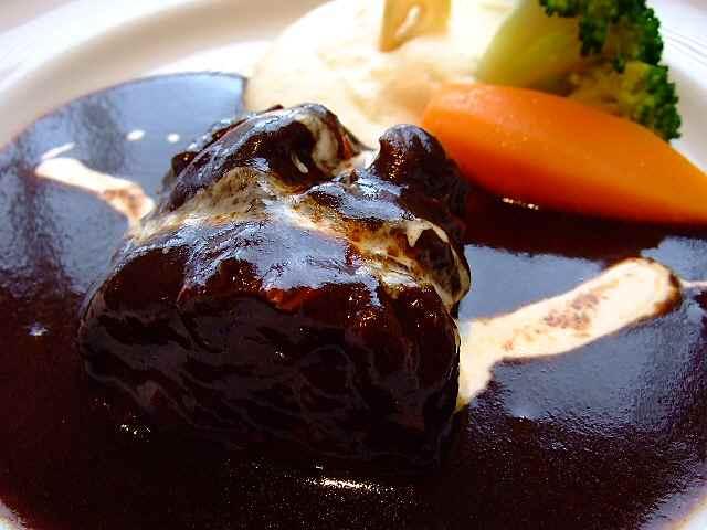 お得なハーフサイズで色々楽しめるお値打ち洋食屋 文京区 「厳選洋食さくらい」
