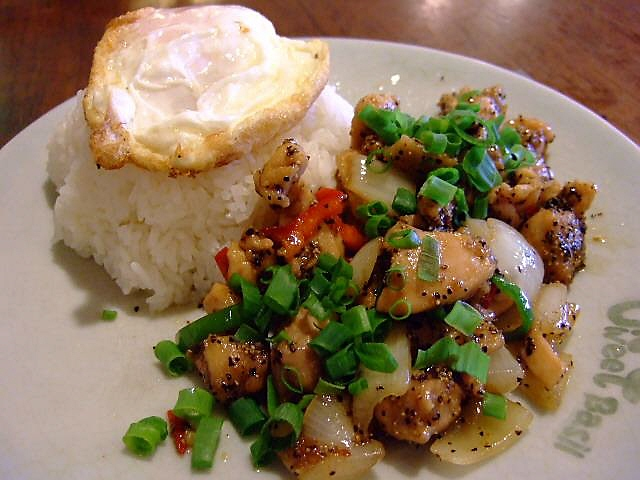 手軽に食べられる本場そのままのタイ料理 福島区 「Sweet Basil(スウィートバジル)」
