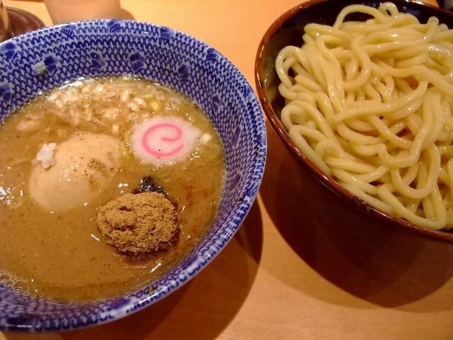 超大行列に並んで食べてきました! 東京ラーメンストリート 「六厘舎TOKYO」