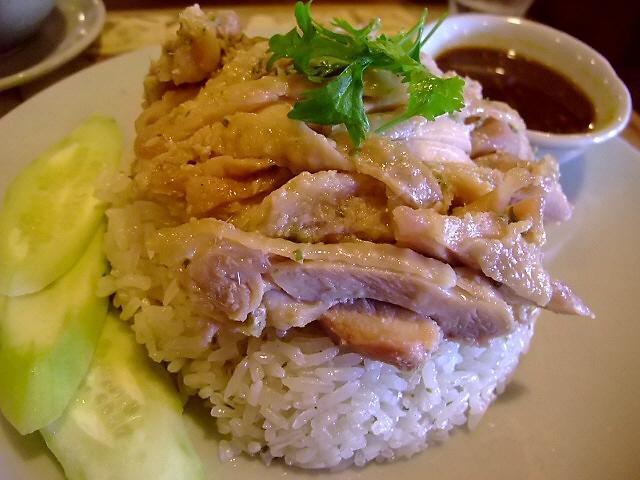 鶏肉の旨み出まくりの絶品タイ式チキンライス 大淀南 「Sweet Basil(スウィートバジル)」
