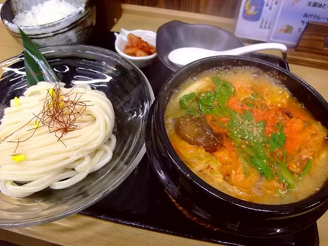 讃岐うどんと韓国料理の見事な融合! 千日前 「白庵」