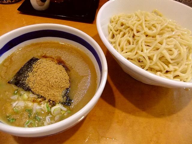 名店のDNAが流れる正統派つけ麺  寺田町  「まるとら本店」