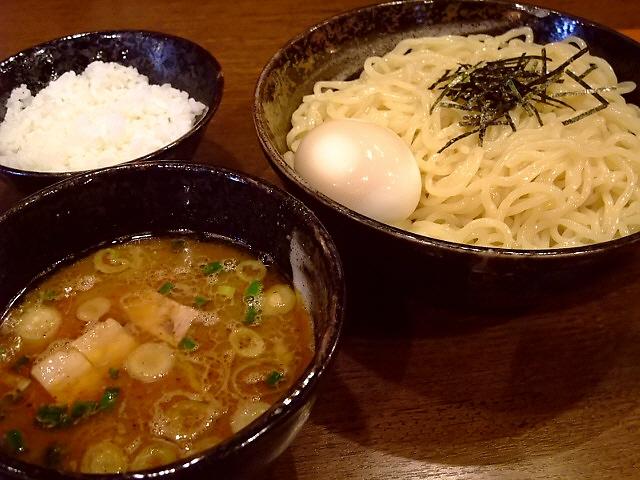 バランスの良い豚骨魚介にツルツル麺が旨い! 十三 「麺や よかにせ」
