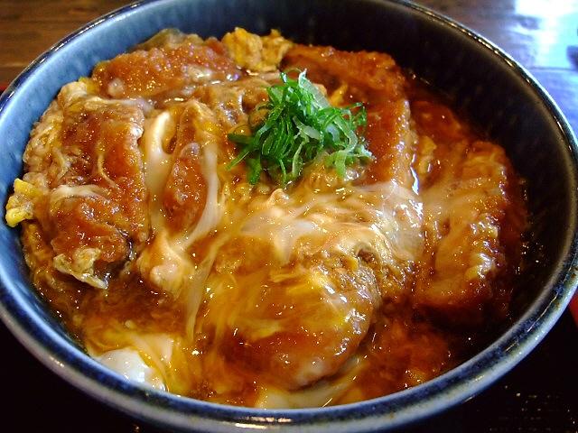 ボリューム満点食事メニューが充実の喫茶店 日本橋 「ポミエ」