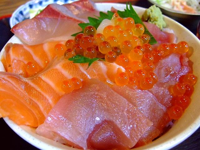 ボリューム満点お値打ち海鮮丼 なんば 「とっとり 岩山海 なんば店」