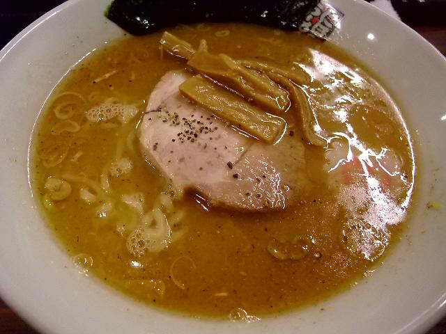 食べ慣れた味でも旨いもんは旨い! 本町 「煮干しラーメン玉五郎 六代目 本町店」