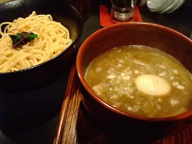 大人気のつけ麺を並んで食べてきました! 天6 「群青」