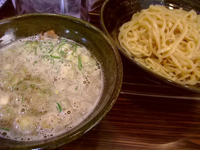 鶏の旨味が凝縮した絶品鶏煮込み 福島区 「ラーメン人生 JET」