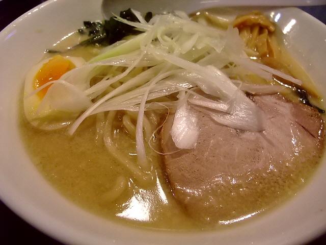 Mの〆 濃厚スープと剛麺が特徴です 福島区 「らーめん原点 福島店」