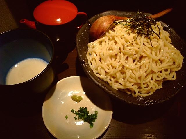 目から鱗の冷たい味噌つけ麺 豊中市 「みつか坊主」
