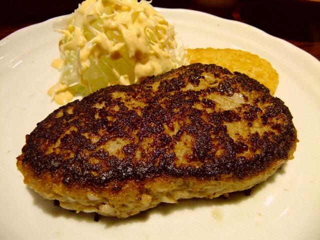 高級ステーキハウスの絶品ハンバーグを世界の塩で!  北新地  「てんぷら・鉄板焼 義」