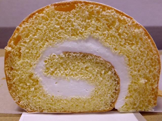 Mのおやつ  根強い人気のふわふわロールケーキ  豊中市  「Flat(エフラット)」