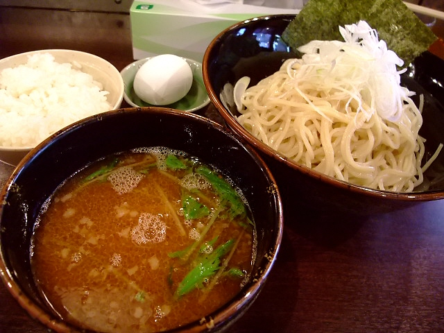 駅前の超お得なラーメン屋さん 淀川区十三 「なにわ製麺 誉商店」