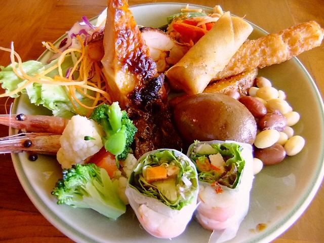 お得な ビュッフェは本格的な味わいで大満足!  梅田  「チェディルアン ハービスENT」