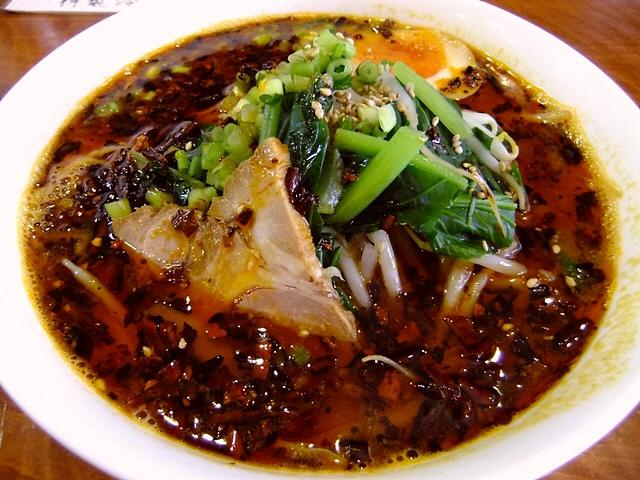 担々麺は超本格的な味わいで激ウマです!  東天満  「中国家庭菜館 宝喜」
