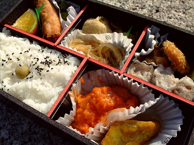 横浜なので・・・中華弁当美味しかったです(^^