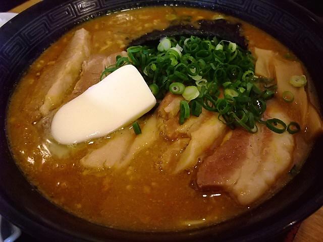 ご飯によく合う激辛カレーラーメン 高槻市 「らぁめん龍龍(ロンロン)」