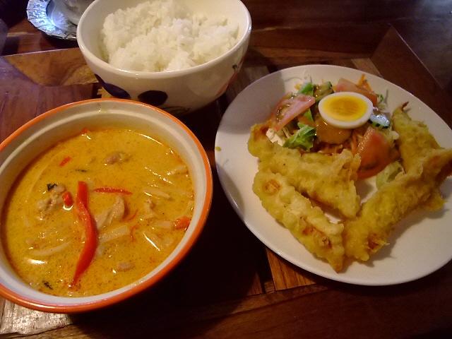 本格タイ料理を食べながら癒されるお店  高槻市 「熱帯食堂」