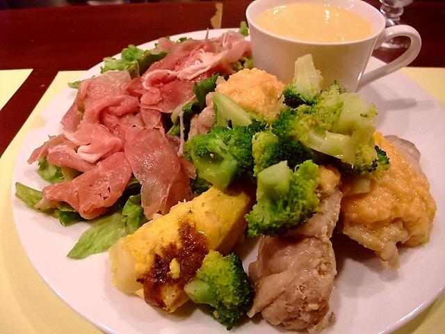 圧倒的な高コスパランチ!温かいおもてなしの素晴らしいフレンチ 福島区 「フランス料理 Y'S (ワイズ)」