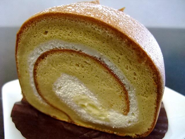 Mのおやつ ロールケーキかなり旨いです! 吹田市 「パティスリー・シロ・デラブル」