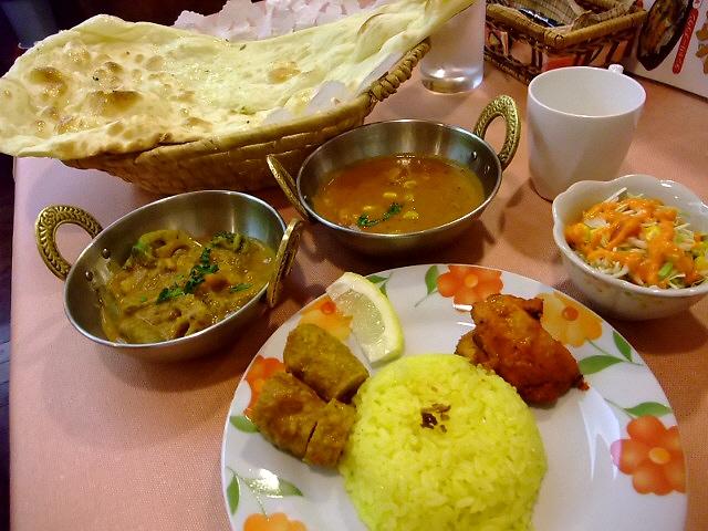 居心地抜群!超お得ランチセットで女性に大人気! 西成区 「インド料理レストラン SURAJ(スラジュ)」