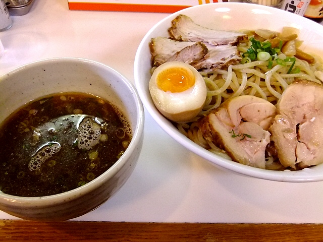 煮干しが効きまくりの深い味わいの限定つけ麺  海老江  「中華そば 無限」
