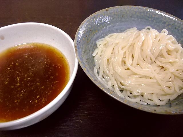 情熱うどん讃州店主久保達也氏監修  「肉汁炙り醤油つけうどん」  「旨辛ごま担担つけうどん」