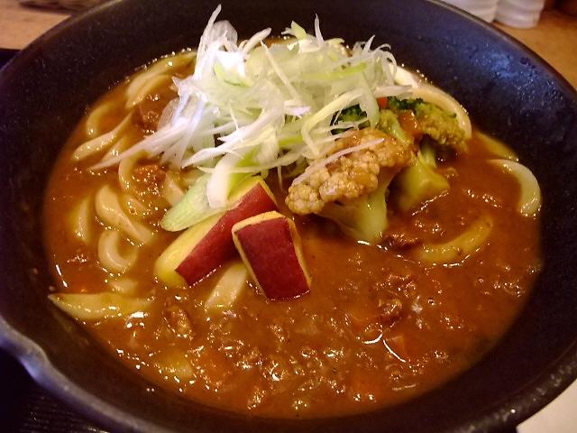 素晴らしくスパイシーな独創的なカレーうどん  南船場 「七弐八製麺」