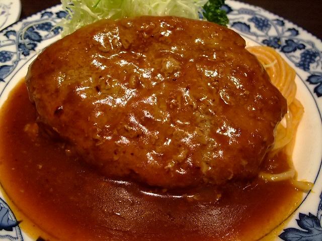 大きなハンバーグは昔ながらの懐かしい味 なんば 「欧風料理 重亭」