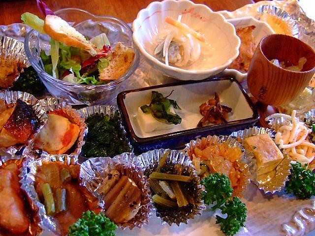 すごい品数の大皿前菜! 豊中市 「和洋びすとろ 秋桜」