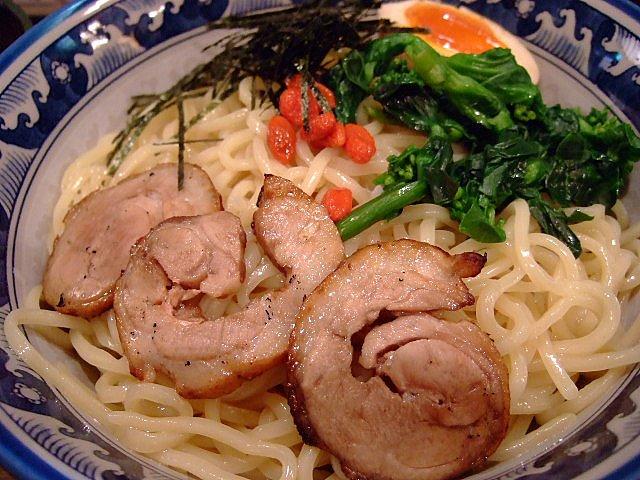 手軽にWスープが味わえるお店 福島区 「京鴨らーめん 陣」