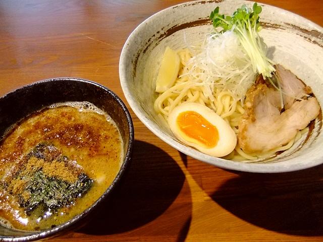 旨さが際立つ完成度の高い豚骨魚介つけ麺  福島区  「みつ星製麺所」