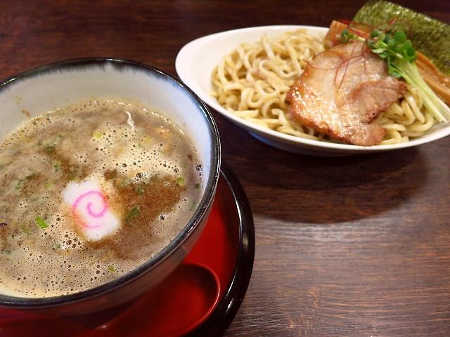 並んででも食べたい絶品の超濃厚魚介鶏白湯醤油!  茨木市  「麺や 紡」