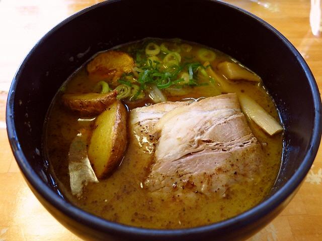 鶏白湯ベースのカレー味は絶品です!  箕面市  「麺将 うらや」