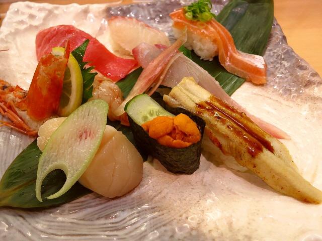 回らないお寿司がとてもお手軽にいただけます!  千里中央  「にぎりすし専門 さんきゅう水産 千里中央店」