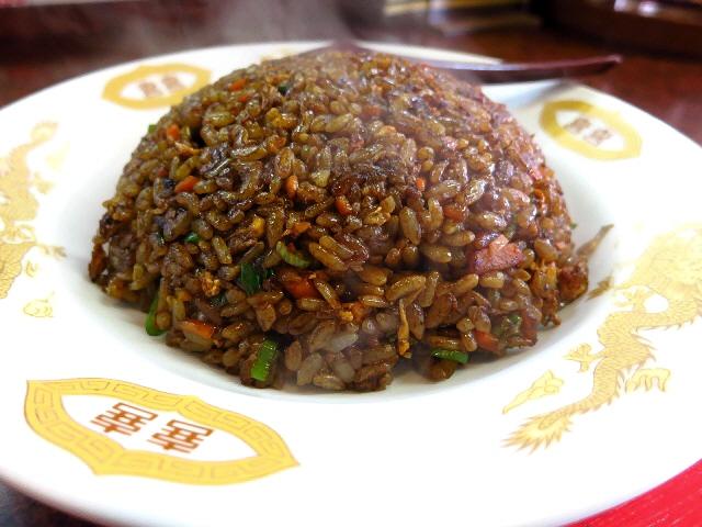 地元で愛される名物黒い炒飯と御利益ある餃子は健在です!  江坂  「眠宝」