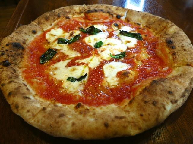 本格薪窯で焼くハイレベルなピザに感動!  吹田市  「PIZZERIA CALORE(ピッツェリア カローレ)」
