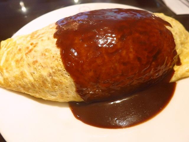 老舗洋食店の大人気の巨大オムライスは洗練された味わいでした!  京都  「グリル小宝」