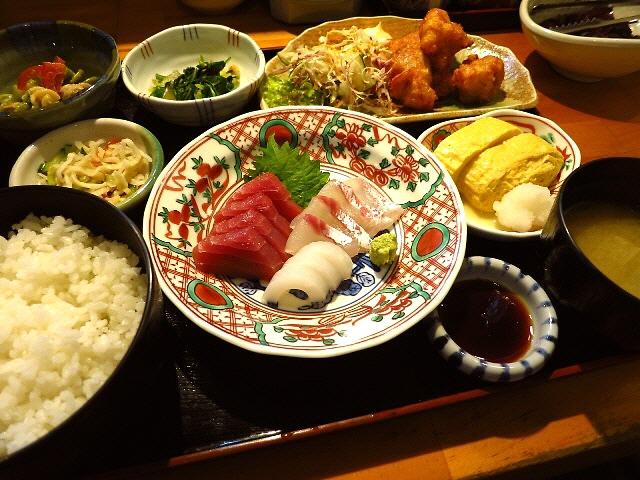綺麗な店内で市場ならではの新鮮なお造りがいただけます!  京都中央卸売市場  「食彩 よしもと」