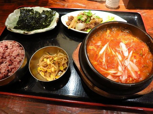 お昼はいつも行列!美味しくてお値打ちの大人気韓国料理店!  大阪駅前第3ビル  「純韓国料理 チャンチ 梅田店」