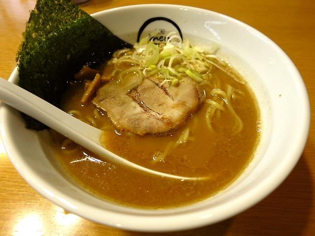 バランスの良い完成度の高い魚介豚骨です!  江坂  「麺創 麺魂」
