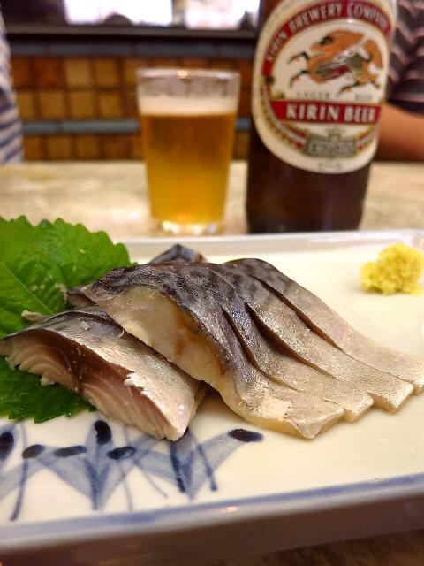 皆思い思いに楽しんでおられます。昭和の空気が緩やかに漂う大衆食堂  京都  「京極スタンド」