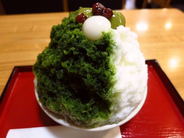 Mのおやつ  凄まじい行列に並んでも食べる甲斐がある本格派  京都  「家傳京飴 祇園小石 祇園本店」
