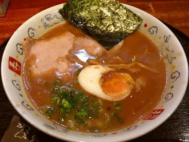 濃厚でありながら繊細な旨味が感じられる完成度の高い豚骨ラーメン!  和歌山県  「麺dining月乃家」