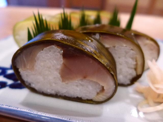 ゆるめの〆加減で鯖の旨味が愉しめる老舗の本格鯖寿司  京都  「いづう」