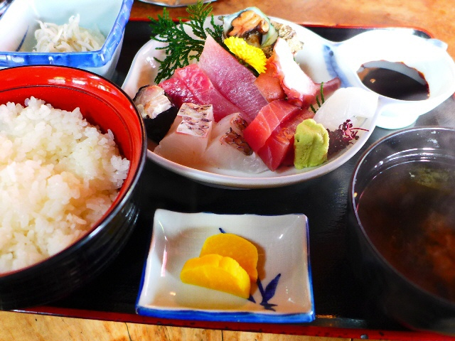 新鮮な魚介類が安くて旨い!とんでもなく繁盛している漁港の食堂!  京都府宮津市  「富田屋」