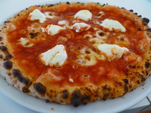 大きな本格ピザが信じられないほどリーズナブルにいただけます!  豊中市  「アルケフィール」